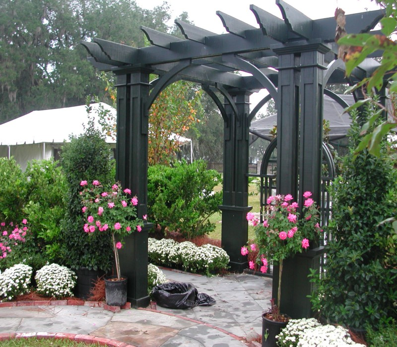 Make a Stunning Garden Pergola by Your Own