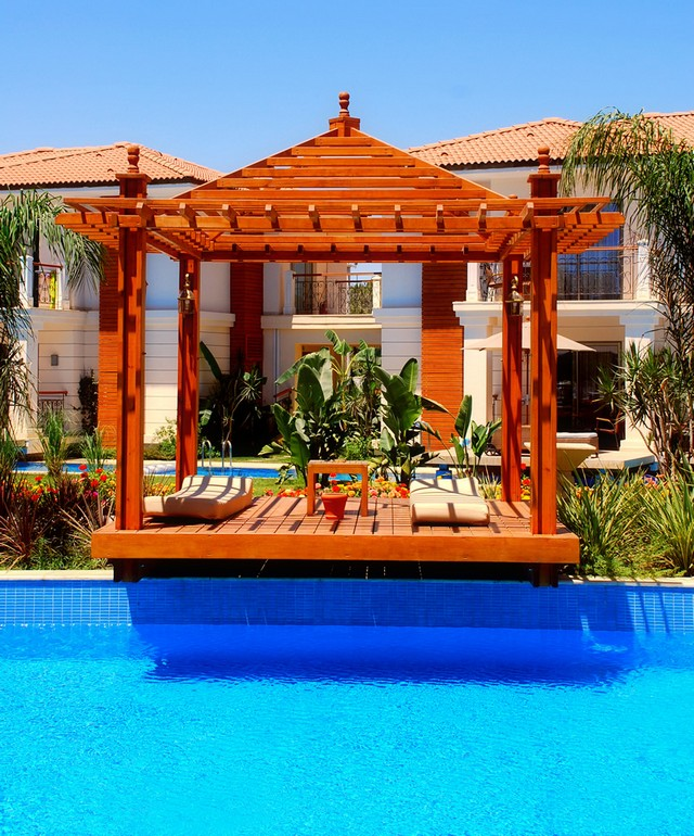 Comfortable and Cozy Pool Pergola Ideas