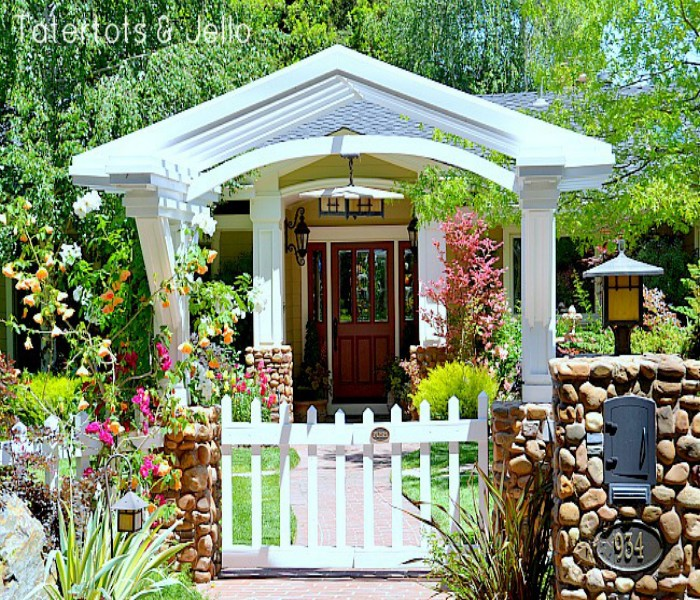 How to Make House Entrance Impressive with Pergola Decoration?