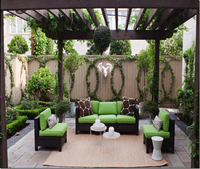 Garden Pergola: A Comfortable Seating for Family