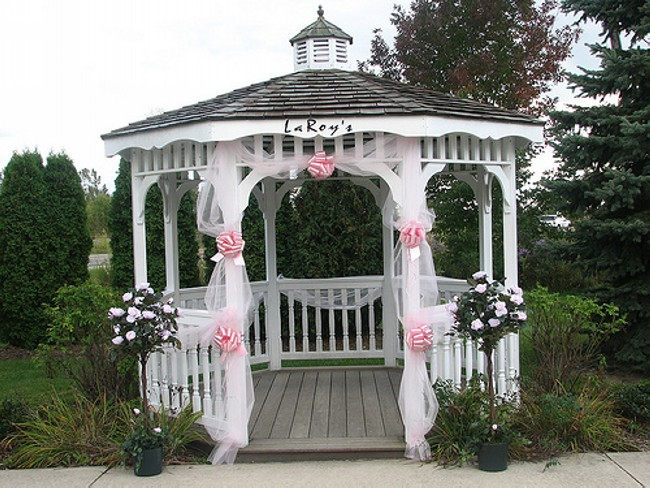 Gazebo Decorating 13