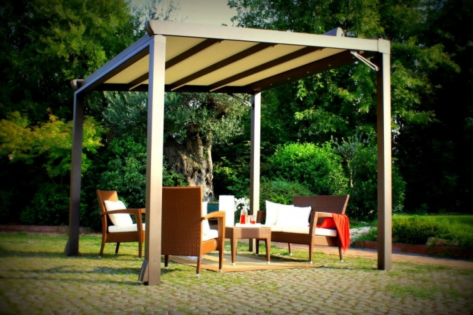 Purchasing Pergola Furniture 9