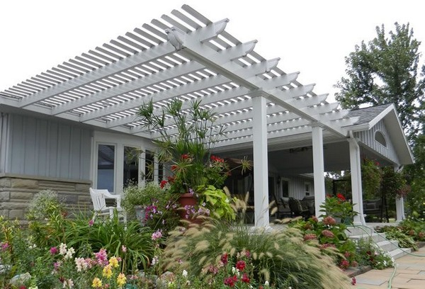 Pergola in Front Yard: Multipurpose Option