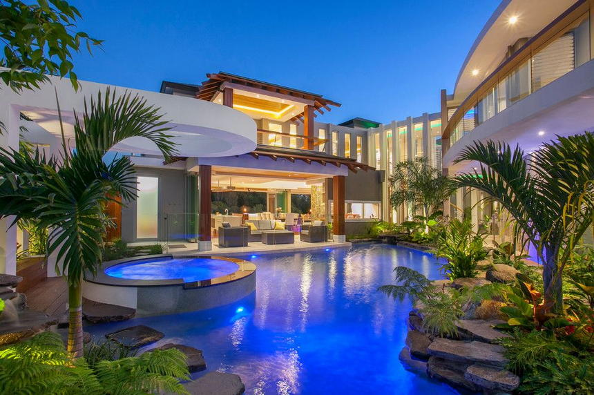 Luxury Outdoor Hot Tubs and Modern Spas (16)