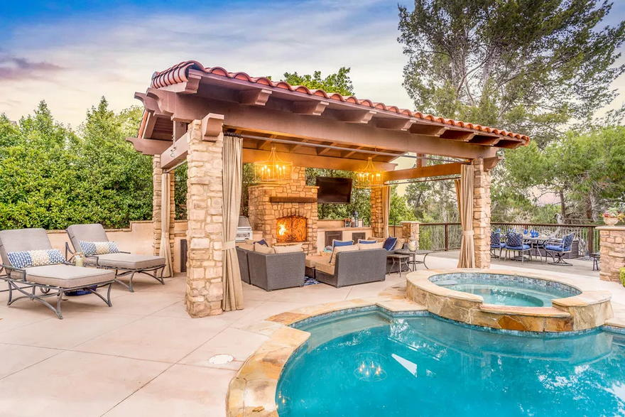 Outdoor Living Space (5)