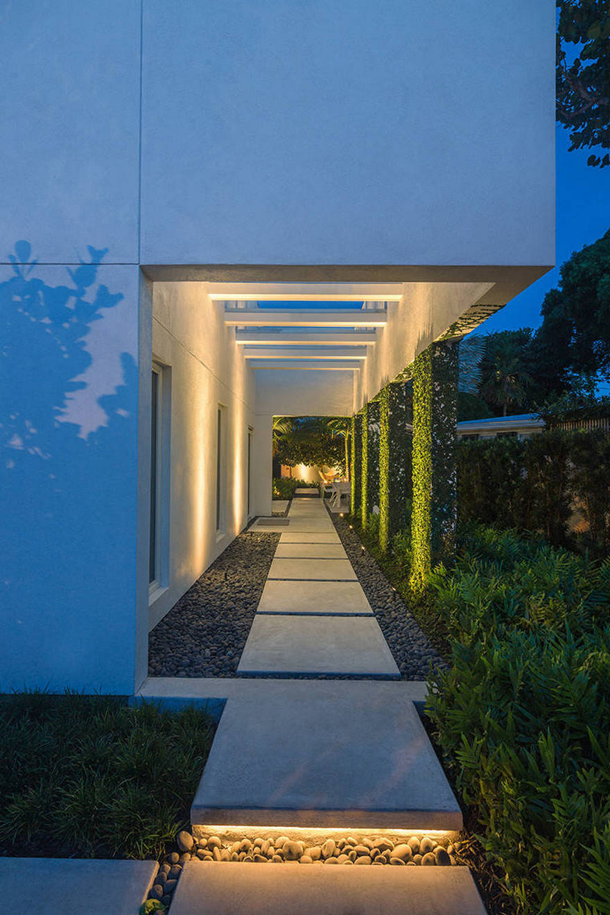 Contemporary Side Yard (10)