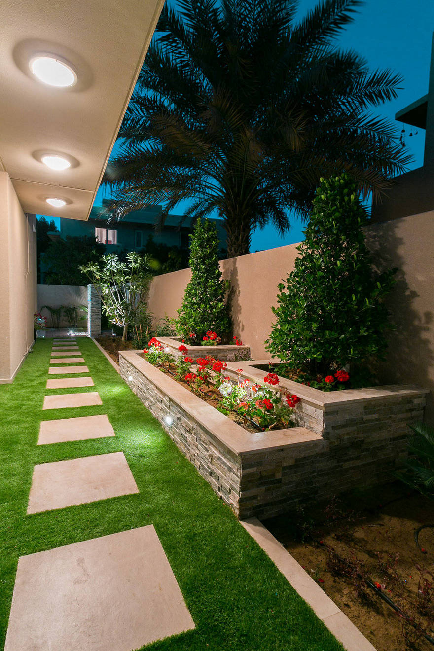 Contemporary Side Yard (13)