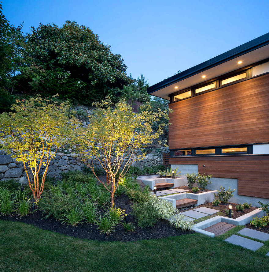 Contemporary Side Yard (16)