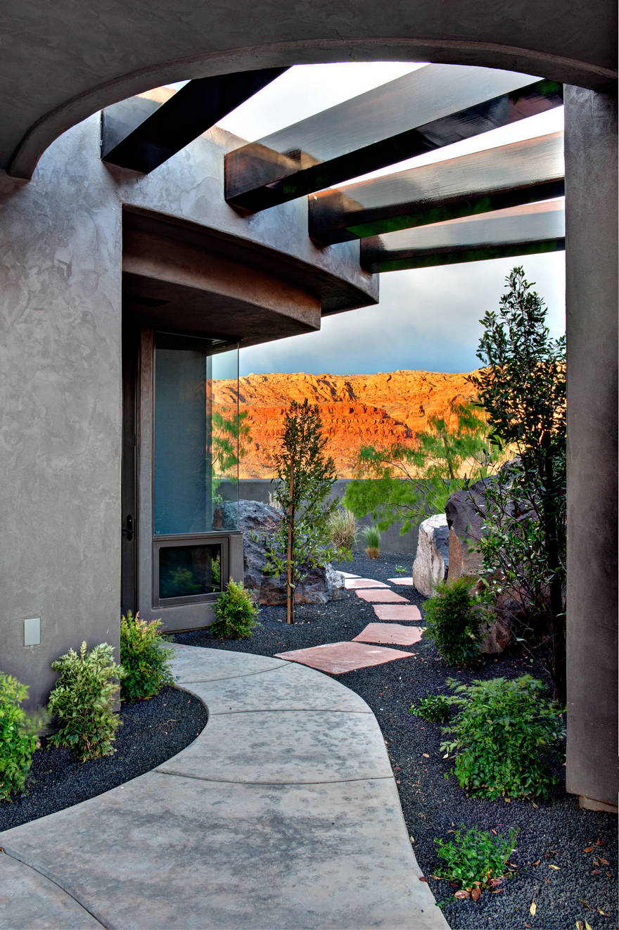Contemporary Side Yard (19)