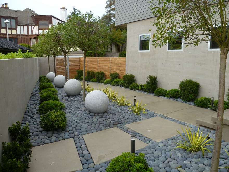 Contemporary Side Yard (21)