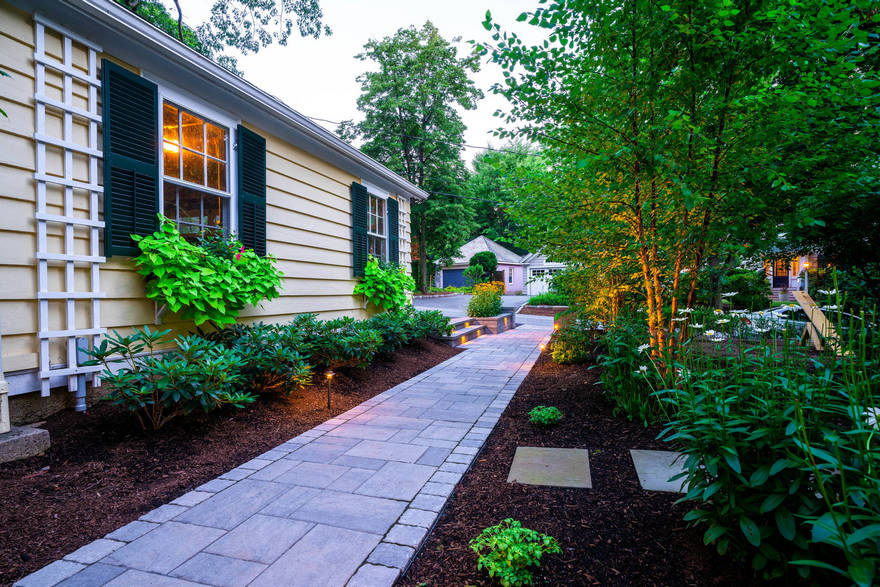 Contemporary Side Yard (23)