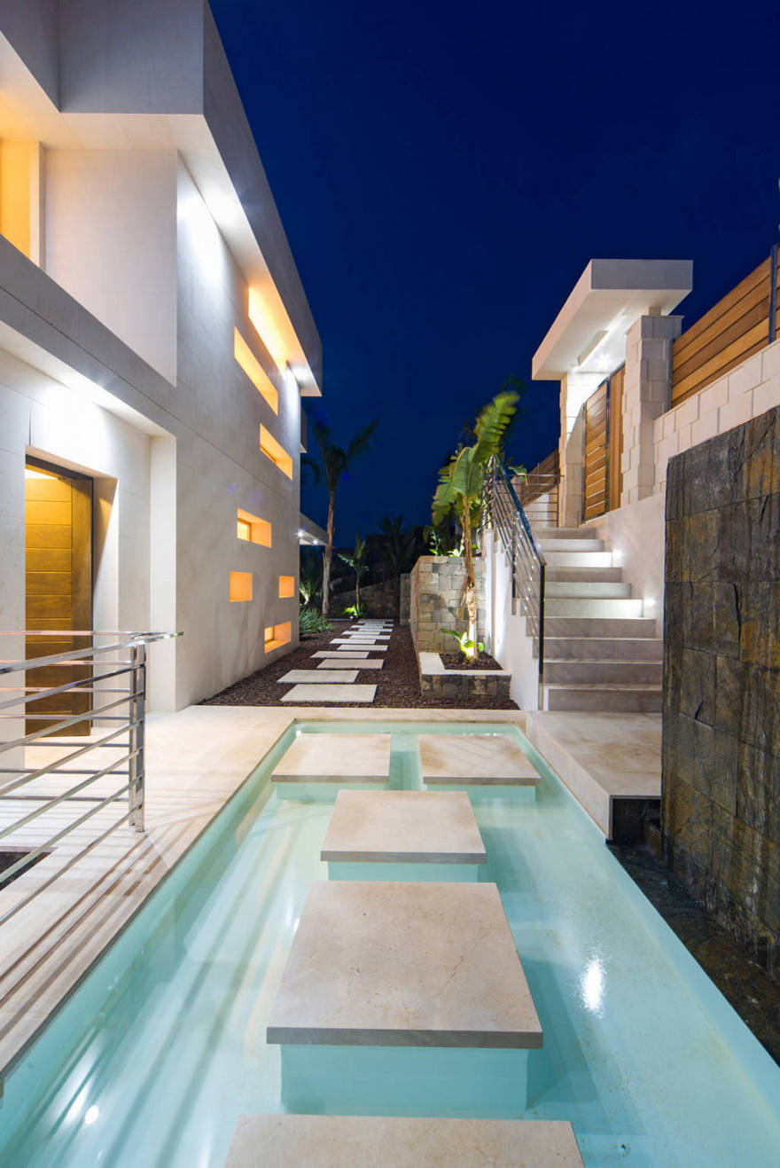 Contemporary Side Yard (7)