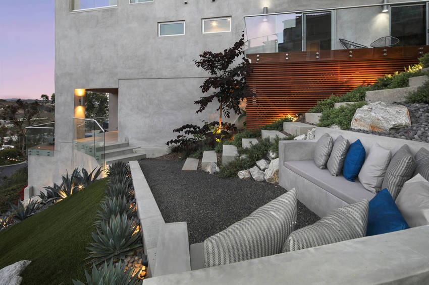Outdoor Patio Living Spaces (13)