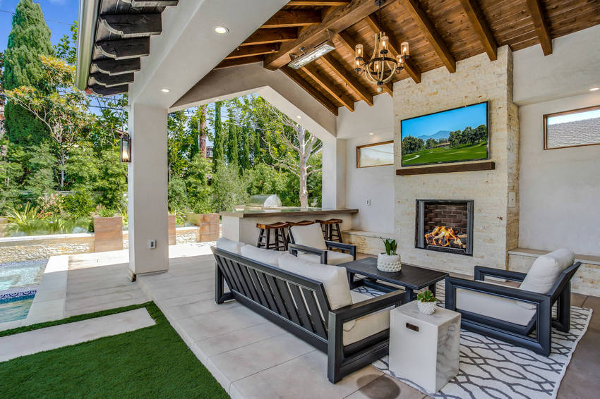 Outdoor Patio Living Spaces (39)