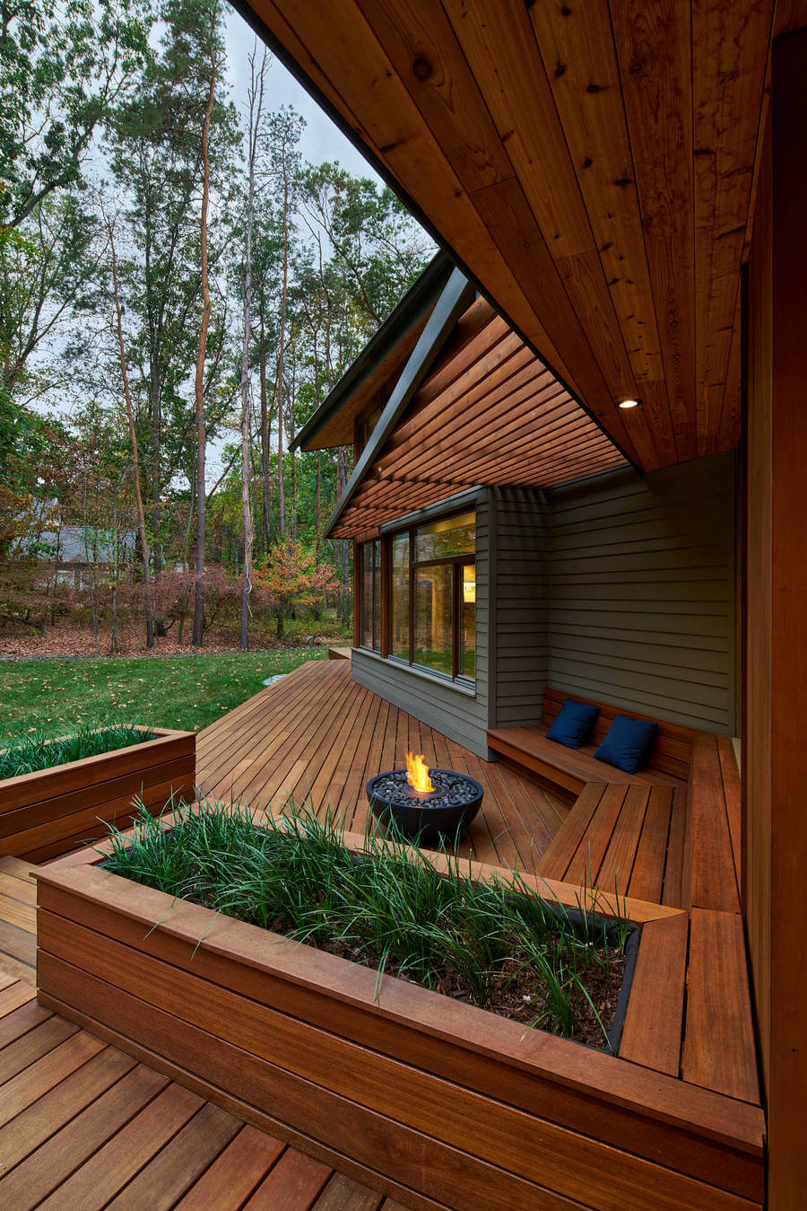 Contemporary Outdoor Patio (8)